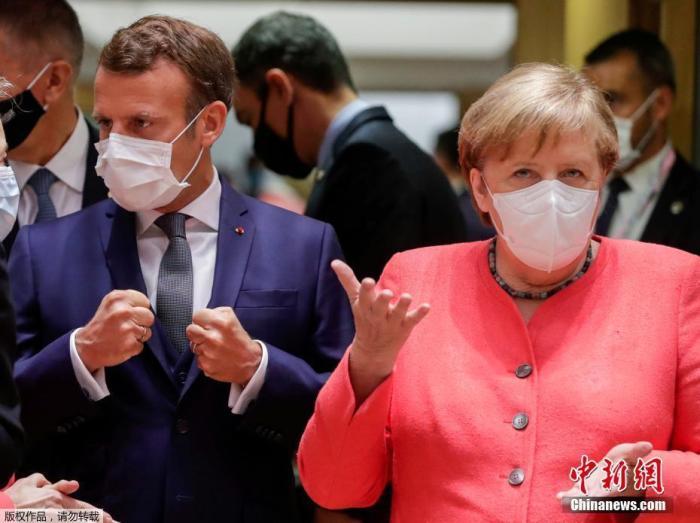 当地时间7月17日,在比利时布鲁塞尔,法国总统马克龙、德国总理默克尔出席欧盟面对面峰会。